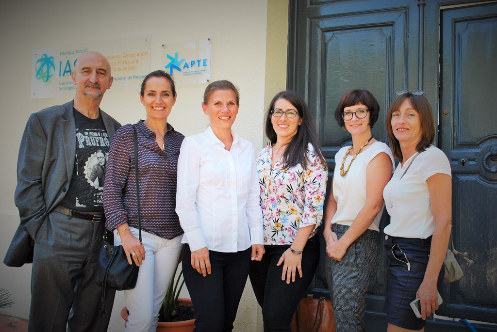 IASP Director General Luis Sanz (L) with Pascale Barto, Ebba Lund, Francesca Antoniazzi, Harriet Edwards and Catherine Talva