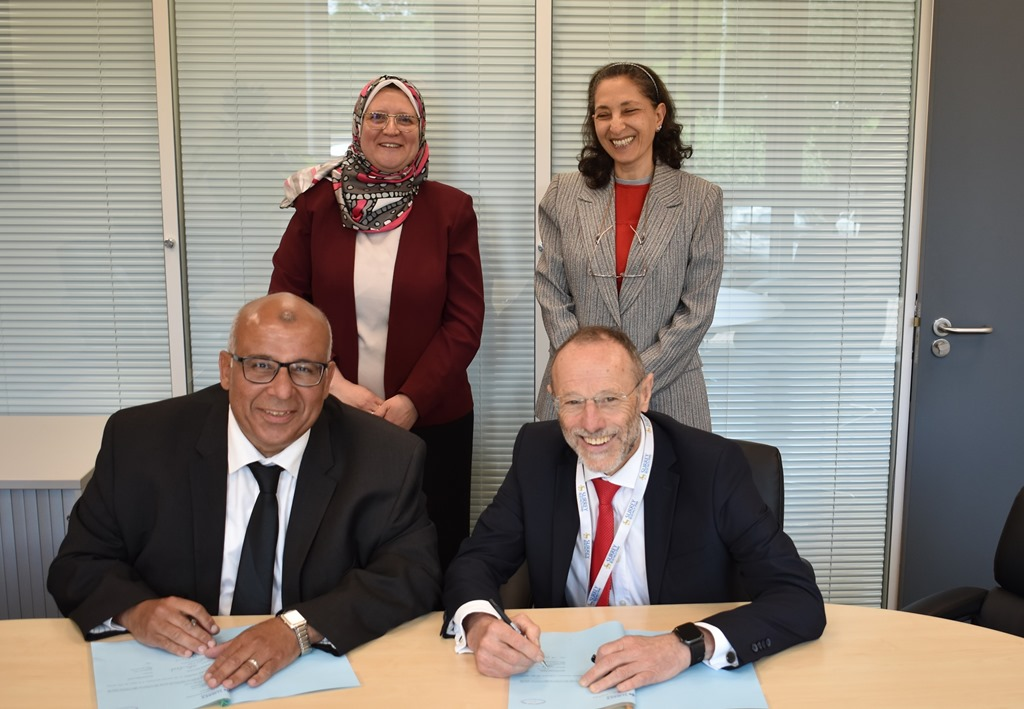 Malcolm Parry (seated, right) and Professor Hehsam Eldeeb, President of Electronics Research Institute signing a memorandum of understanding