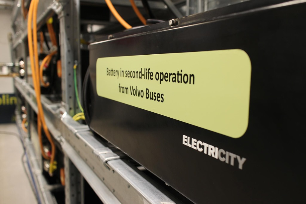 Solar powered bus batteries from Volvo