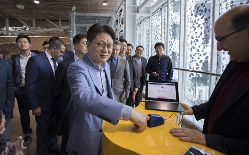 LG Electronics' CTO Seung-Kwon Skott Ahn measures his blood sugar level using Brain Beat's noninvasive glucometer