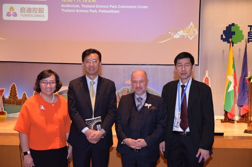 Suwipa Wanasathop (left) and Herbert Chen (2nd left) with Baybars Altuntas (WBAF) and colleague